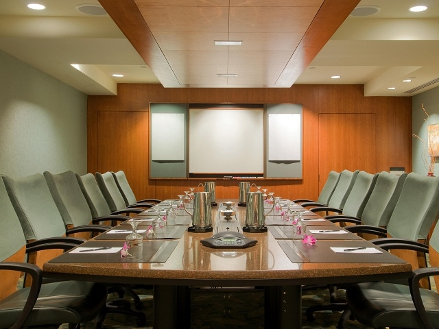 https://www.hiltonwaikikibeach.com/wp-content/uploads/2018/06/Board-Room.niihau_board_room.jpg
