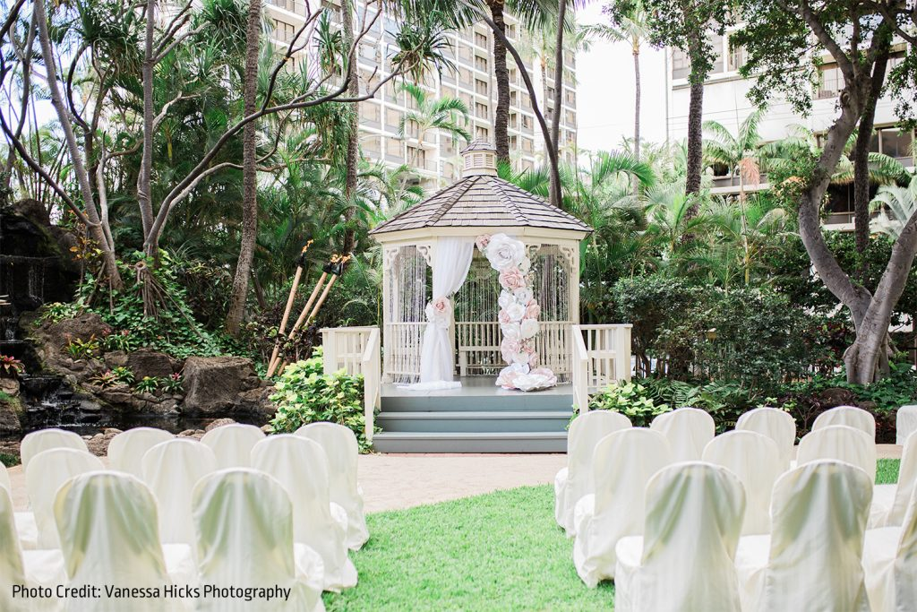 https://www.hiltonwaikikibeach.com/wp-content/uploads/2018/06/Gazebo-Ceremony-Photo-SMALL-Vanessa-Hicks-1024x683.jpg